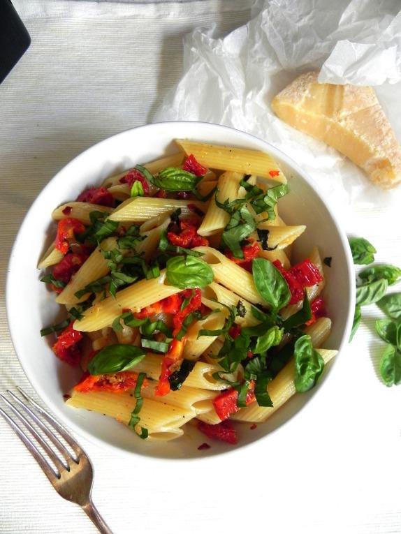 sundried tomato pasta salad #voraciousvander