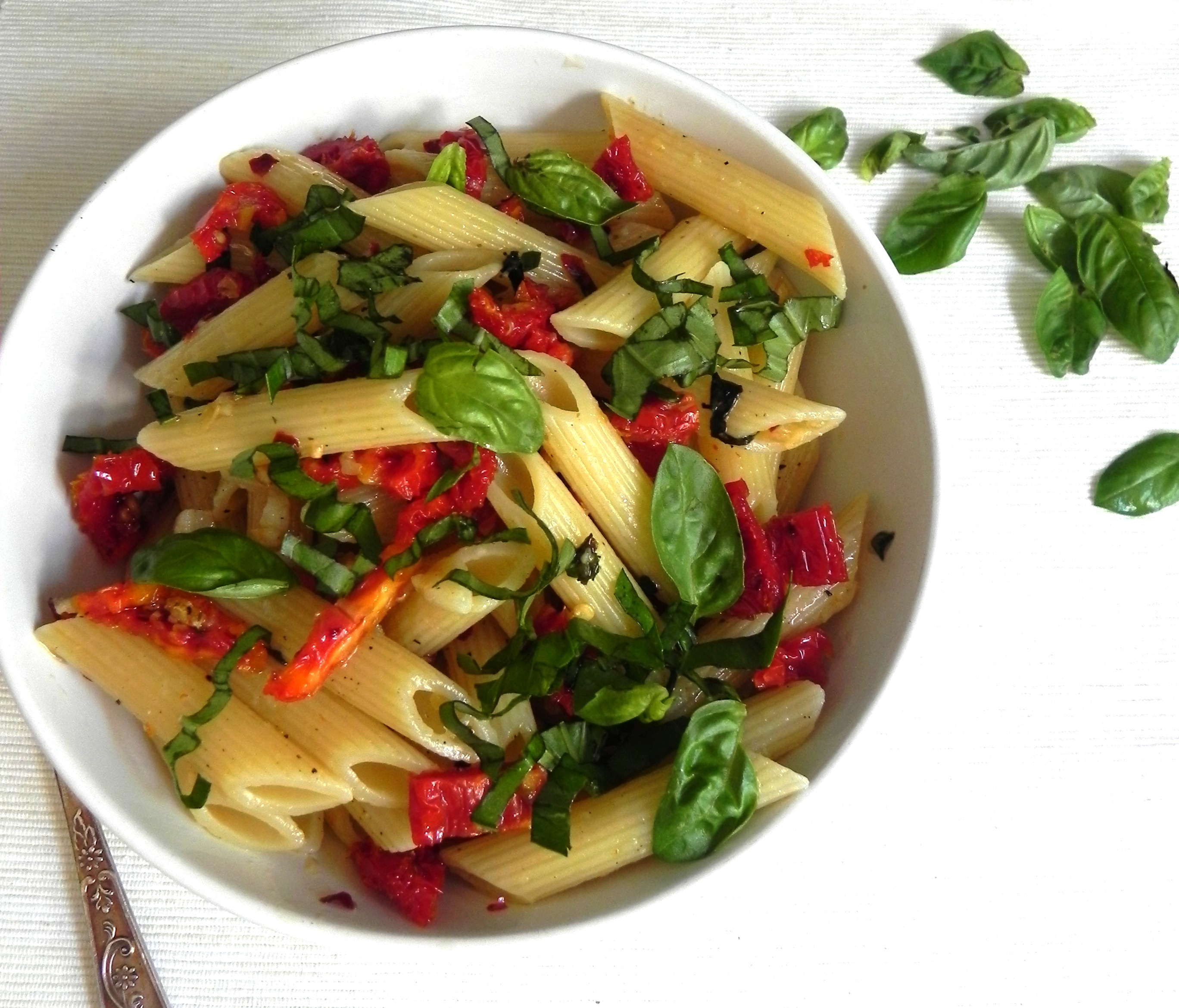 Sun-dried Tomato and Basil Pasta Salad | VORACIOUS VEGGIE