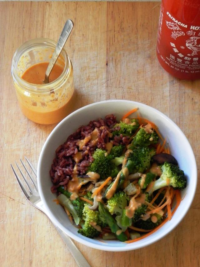 peanut sriracha broccoli bowl